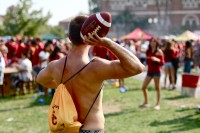 guy_throwing_football